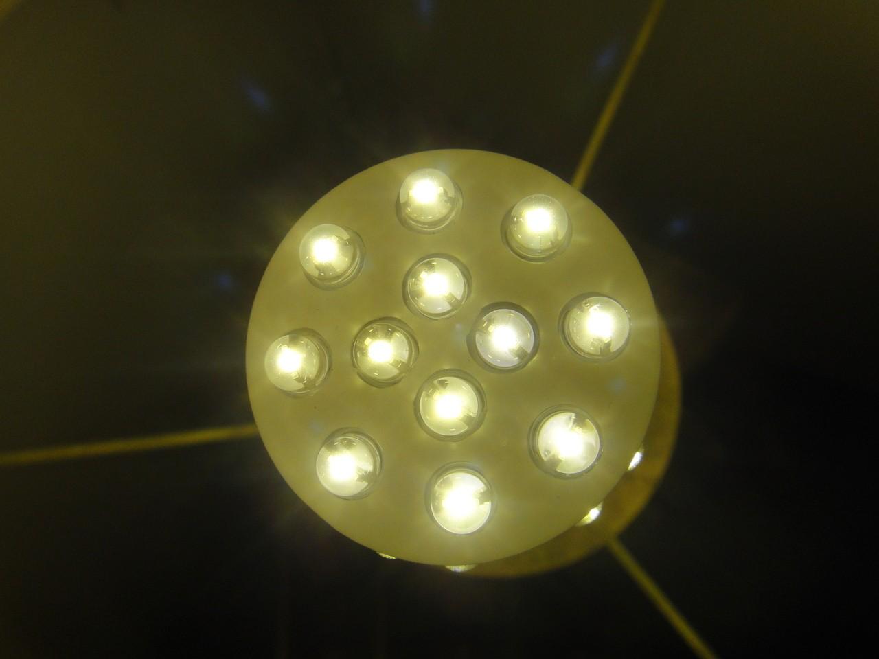 Oświetlenie szynowe do biura – dlaczego warto na nie postawić?
